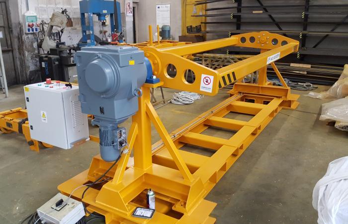 Pogonski elektromotor okretne naprave